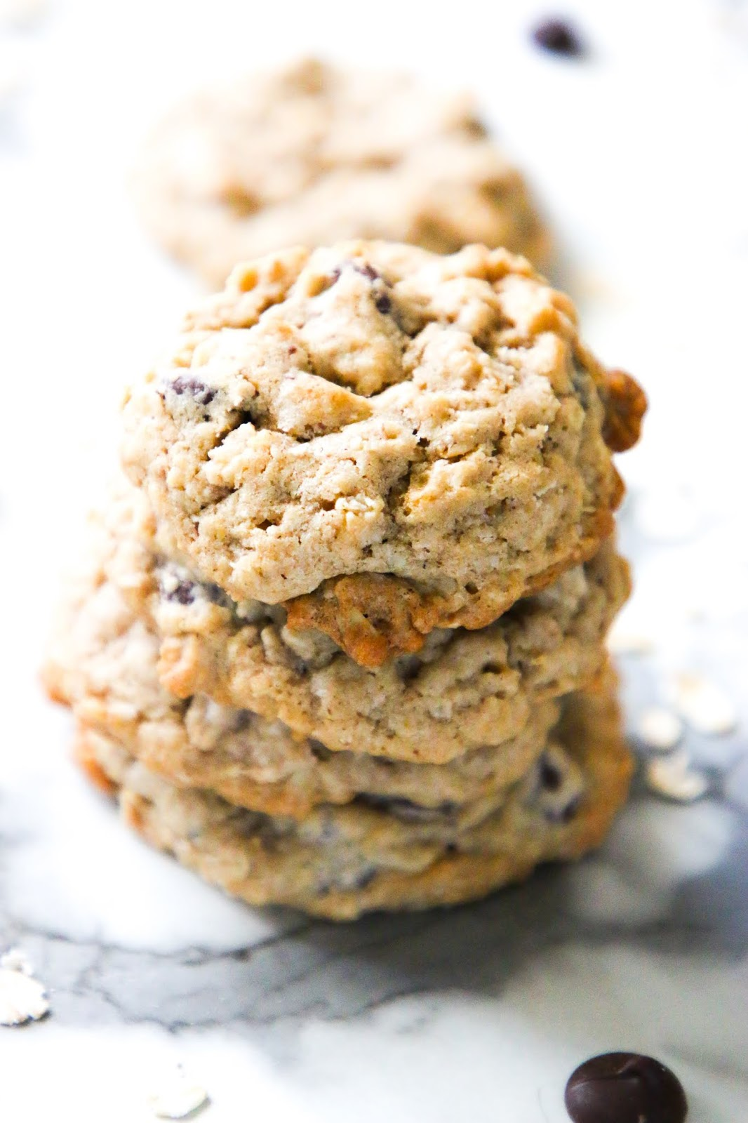 The best oatmeal chocolate chip cookies recipe. Easy recipe for old fashioned oatmeal cookies with rolled oats and chocolate chips. Easy treat ideas in quarantine. Easy oatmeal recipes. Things to make with old fashioned oats. Easy cookie recipe. Weekend treat ideas. Best cookie recipes. Easy cookie ideas. Easy treat ideas. Best oatmeal cookies.  #cookies #oatmealcookies #desserts #oats #quarantinecooking
