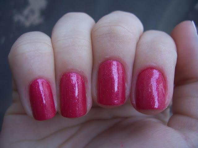 Misturinha de esmaltes vermelho com brilho