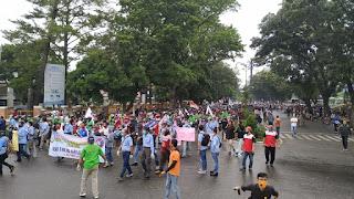 Ribuan Buruh Tergabung dari Berbagai Serikat Kerja Padati Lapangan Kantor Gubernur Jambi