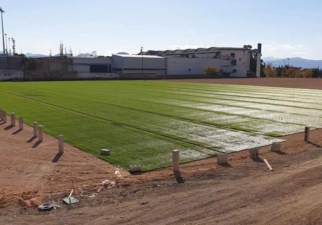 Προχωρούν στο γήπεδο του Ολυμπιακού Λουτρακίου οι εργασίες εγκατάστασης συνθετικού χλοοτάπητα
