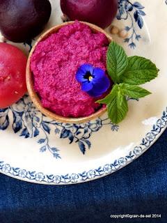 http://salzkorn.blogspot.fr/2014/07/nur-eine-hand-frei-rote-bete-humus.html