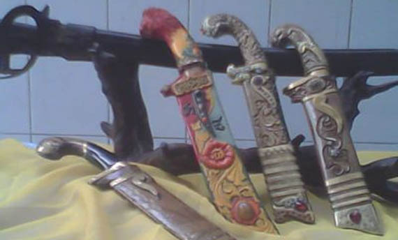 8 Senjata Tradisional Betawi Gambar Dan Keunikannya Adat Tradisional