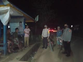 Cegah Kejahatan Malam Hari, Personil Polsek Labakkang Laksanakan Patroli di pemukiman penduduk
