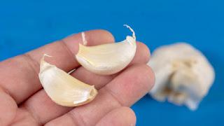 Benefits of Garlic Cloves under Your Pillow