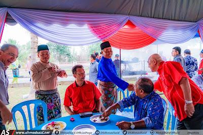 (VIDEO) Majlis Santai Aidilfitri bersama UMNO Bahagian Setiu yang diadakan di Bari Beach Resort Rhu Sepuluh Setiu