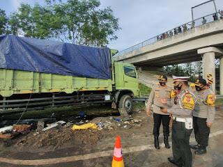 4 tewas 10 Luka-Luka , Kapolres langsung cek TKP Di KM 150-700 Jalur A