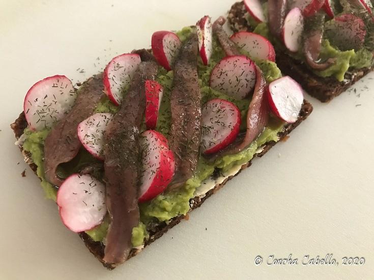 smørrebrød-guacamole-anchoas