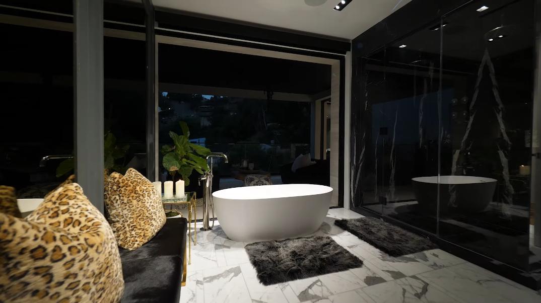 58 Interior Photos vs. 8590 Hollywood Blvd, Los Angeles, CA Luxury Contemporary House Tour