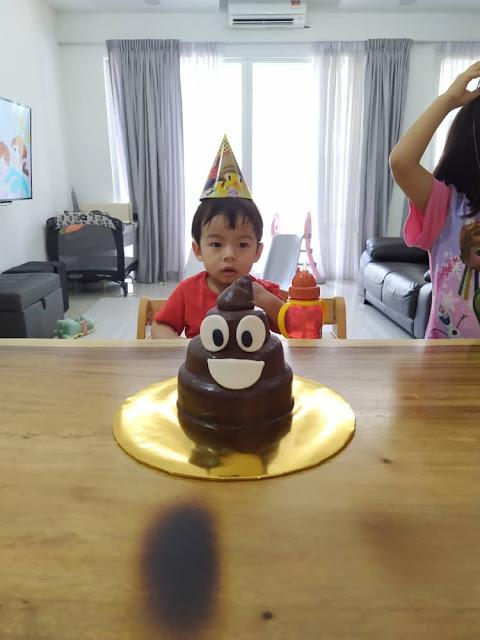 emoji poo cake