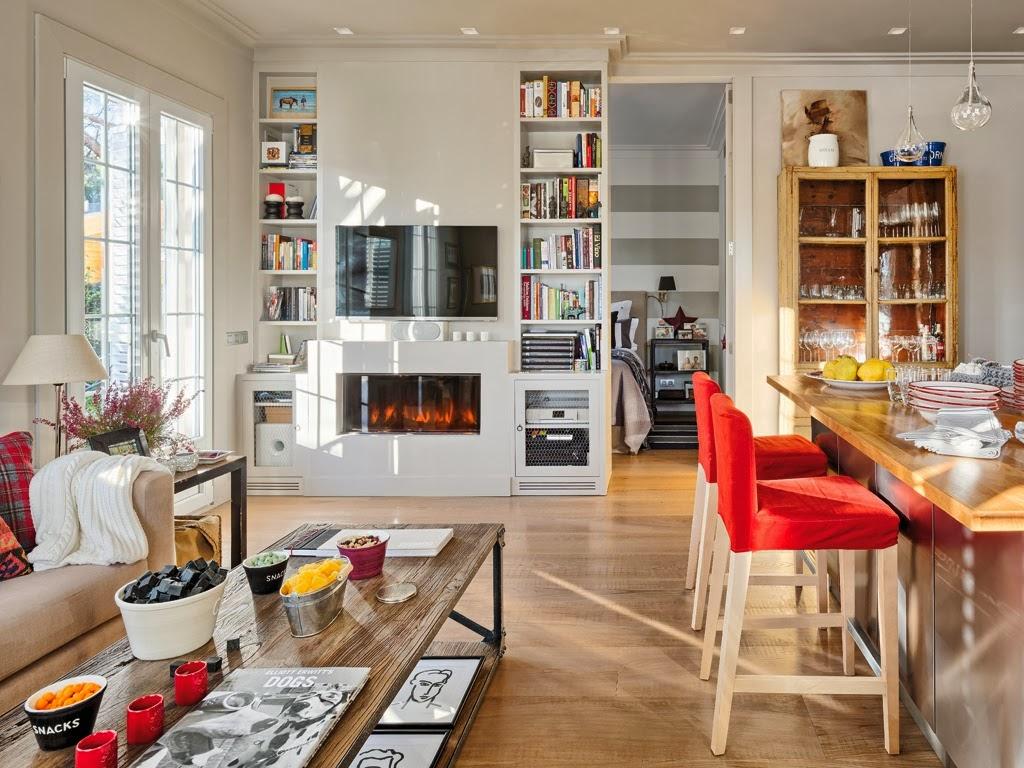 Mieszkanie z kuchnią w stylu loftu z ceglaną ścianą - wystrój wnętrz, wnętrza, urządzanie domu, dekoracje wnętrz, aranżacja wnętrz, inspiracje wnętrz,interior design , dom i wnętrze, aranżacja mieszkania, modne wnętrza, loft, styl loftowy, styl industrialny, małe mieszkanie, małe wnętrza, kawalerka, czerwona cegła, ściana z cegły, wyspa kuchenna, kominek, salon