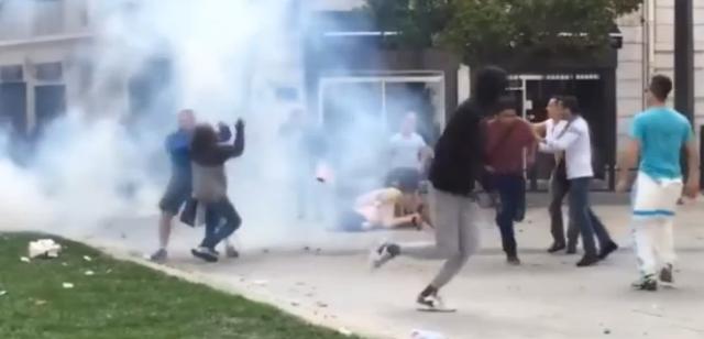 Para Fans Bentrokan di Marseille Setelah Pertandingan Inggris-Rusia