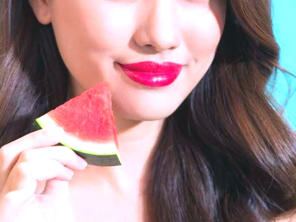 Watermelon face pack for skin whitening   Rubbing watermelon rind on face   Watermelon face mask at home