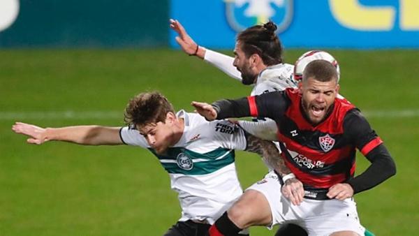Vitória perde a primeira sob o comando de Ramon Menezes
