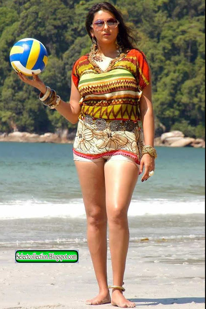 Namitha shows wet cameltoe while playing with a ball ...