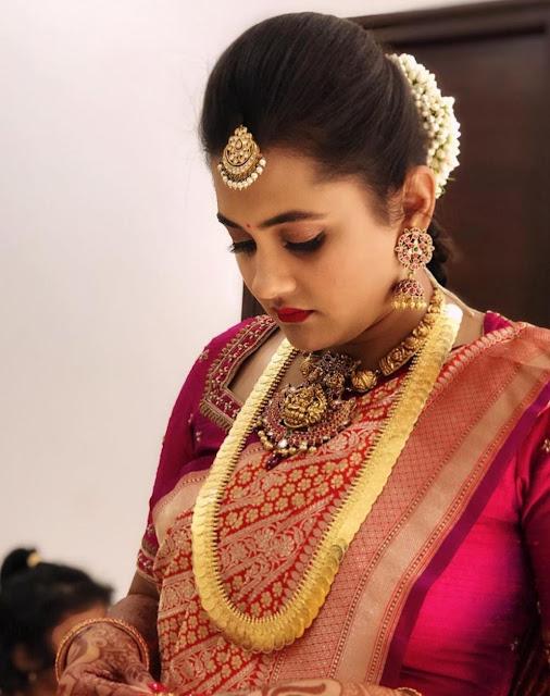 Bride in Large Kasu Mala kundan Tikka