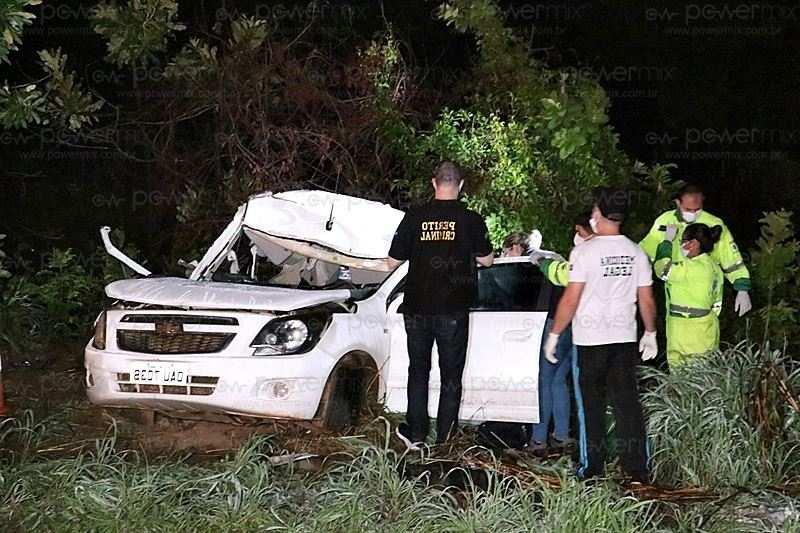 Três pessoas morrem e uma criança fica ferida em acidente entre carro e carreta na BR-163 em Diamantino-MT