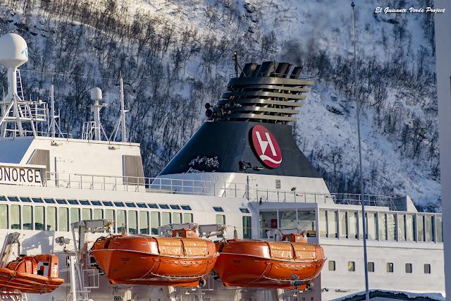 Hurtigruten en el muelle de Tromsø - Noruega, por El Guisante Verde Project
