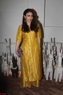 Sonam Kapoor Soha Ali Khan Konkona Sharma at Raw Mango store launch March 2017 027.JPG
