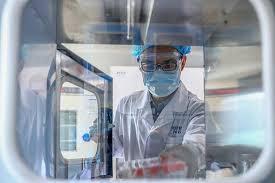 """La compagnie chinoise Sinopharm: aucun des bénéficiaires de nos vaccins  n'a été contaminé par le Covid-19 et ils ont voyagé """"dans plus de 150 pays""""."""