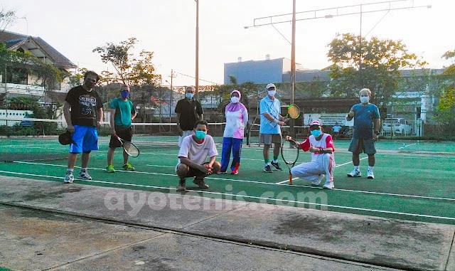 Ngabuburit Ala Dr. Ir. Endah Mutiara M.P, MSi, Tenis Bersama Rekan-rekan Dosen ITS