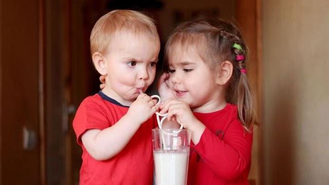 Πόσο γάλα πρέπει να πίνουν τα παιδιά;