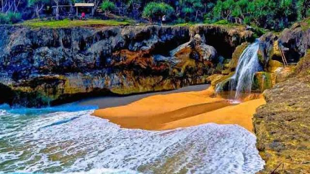 Air Terjun Pantai Banyu Tibo, Pacitan