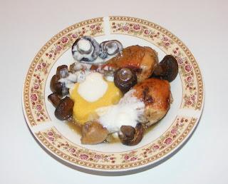 Pui cu ciuperci mamaliga si sos de iaurt cu usturoi retete mancare,