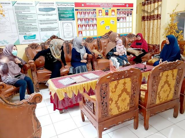 Ramadhan Peduli, Keluarga Besar Ahmadi Zubir Santuni Anak Yatim Panti Asuhan Putri Muhammadiyah Sungai Penuh