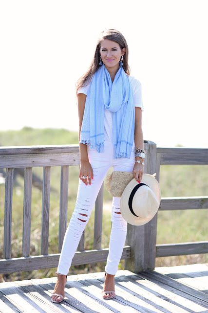 Fashion Trends: White tee outfits - Ioanna's Notebook