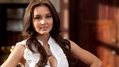– Angelique Boyer como Elisa