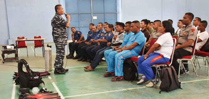 Pangkalan Utama TNI Angkatan Laut (Lantamal) IX Ambon menggelar pelatihan selam dasar dengan nama Gurita Ambon-18 di Gedung Fasharkan Ambon. Rabu (21/3).