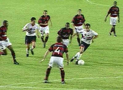 Mesmo perdendo para o São Paulo, o Flamengo conquistou o título da Copa dos Campeões de 2001 - Divulgação
