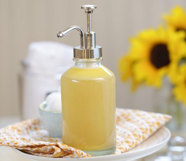 Cách làm sữa rửa mặt ngăn ngừa và trị mụn hiệu quả