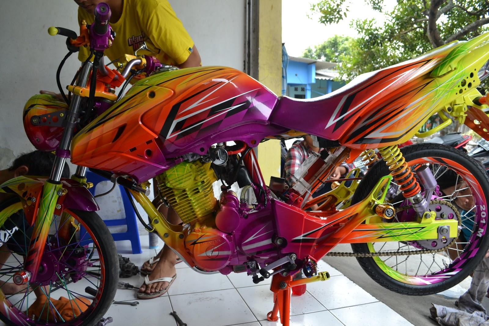 Honda Tiger Modifikasi Racing Drag Cewek Indri Barbie