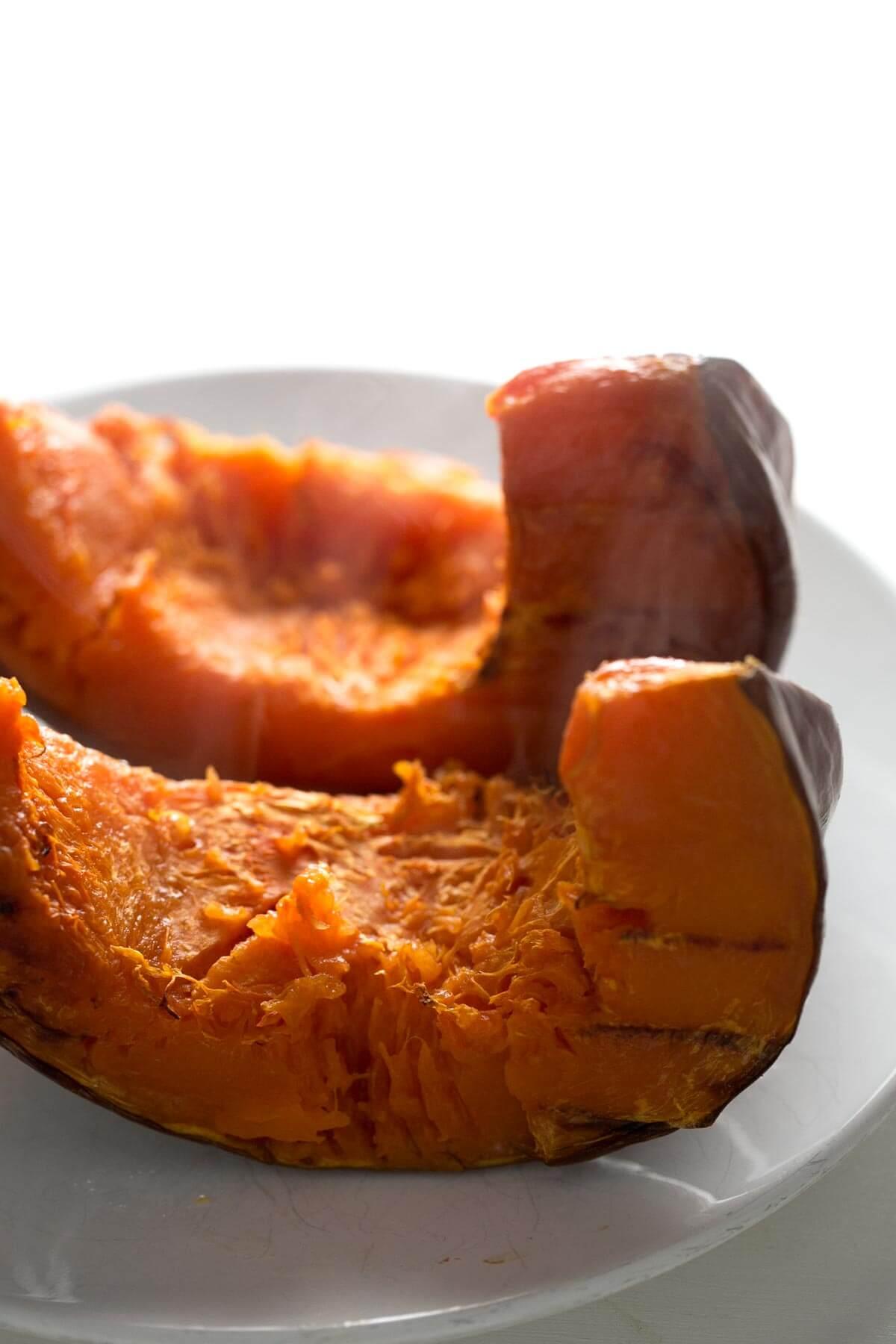 Homemade Pumpkin Puree - Pumpkin puree is a trendy ingredient in American cuisine and is very easy to prepare; you only need one ingredient: pumpkin.