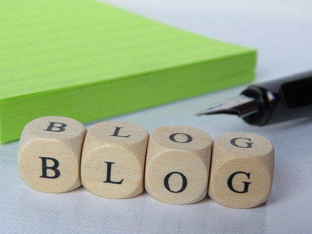 What is Blogger in Marathi