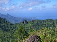 Keindahan Pantai dan Pegunungan dari Villa Buluroto