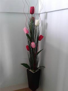 Bambu Ulir Daun Maple Rangkai Sebagai Dekorasi Ruang Tamu Kiri Ranting Inul Bunga Tulip Dengan Ilalang Sudut Ruangan Kanan