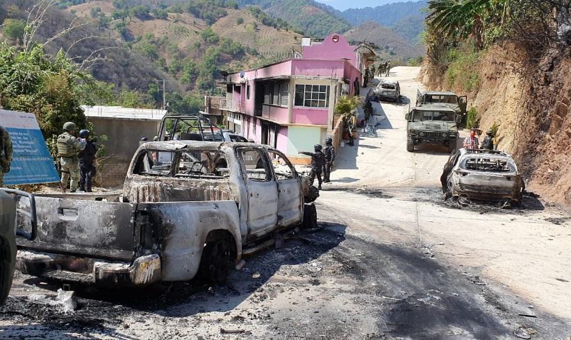 Enfrentamiento armado deja viviendas y camionetas incendiadas en Guerrero