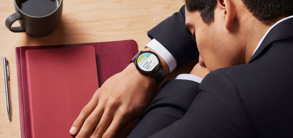 Moto 360 2nd Gen Notifications right in your wrist at a glance