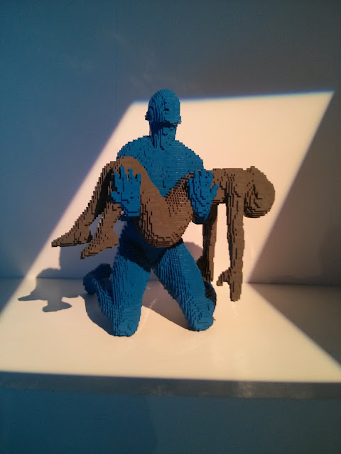פסלי אדם מלגו