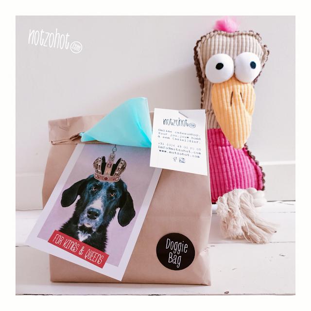 Honden cadeau pakket versturen? Gratis cadeau kaartje met jouw boodschap erbij!