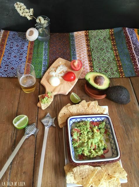 guacamole-con-tortillas-de-maíz