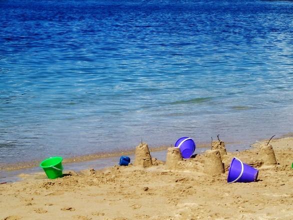 w co się bawić z dzieckiem na plaży