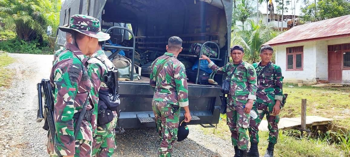 Truk Batalyon Siap Stanbay Menjemput Anggota Satgas Yang Tergabung Dalam TMMD Ke-108 Kembali Ke Homebase