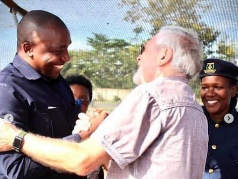 Mkuu wa wilaya aliye tabiriwa na Mwinjiristi Egon Falk.