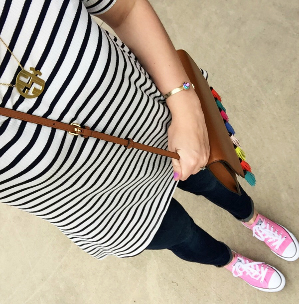 casual style, converses, monogoram necklace, gap jeans