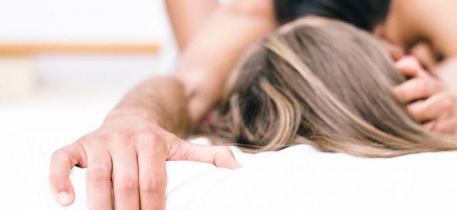 ΠΡΑΓΜΑΤΙΚΑ ΑΠΙΣΤΕΥΤΟ! Να Τι Θέλουν Οι Γυναίκες Στο Κρεβάτι Αναλόγως Της Ηλικίας