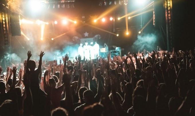 Προσπάθειες να πραγματοποιηθούν ομαλά τα φεστιβάλ στο εξωτερικό