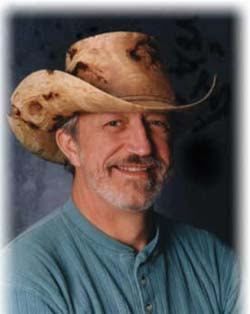 sombrero esculpido en madera